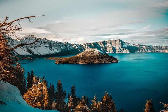 Kráterové jezero v národním parku Crater Lake