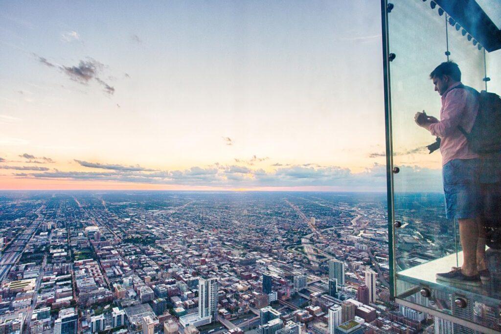 vyhlídka na město z ptačí perspektivy