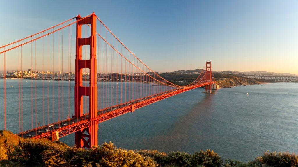 fotografie proslulého mostu Golden Gate v San Franciscu, Kalifornie