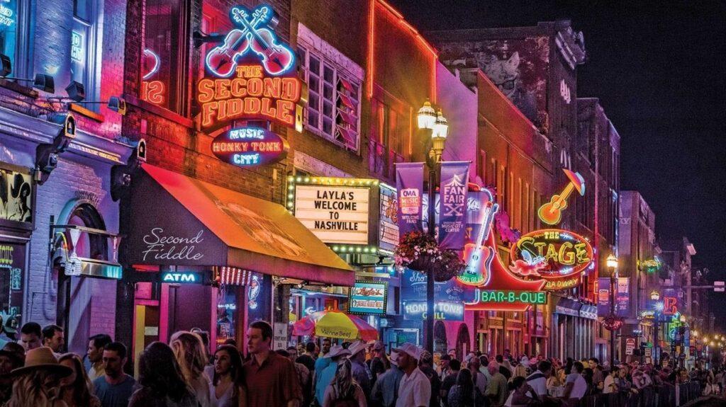 noční ulice v Nashville, Tennessee