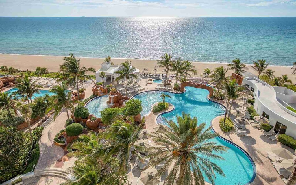 prosluněné pláže Miami Beach