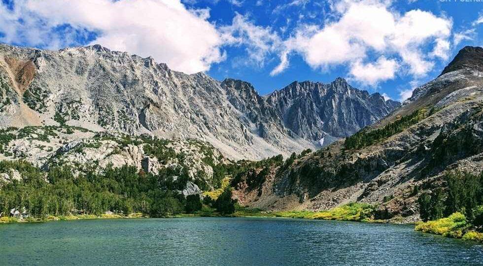 jezero v pohoří Sierra Nevada