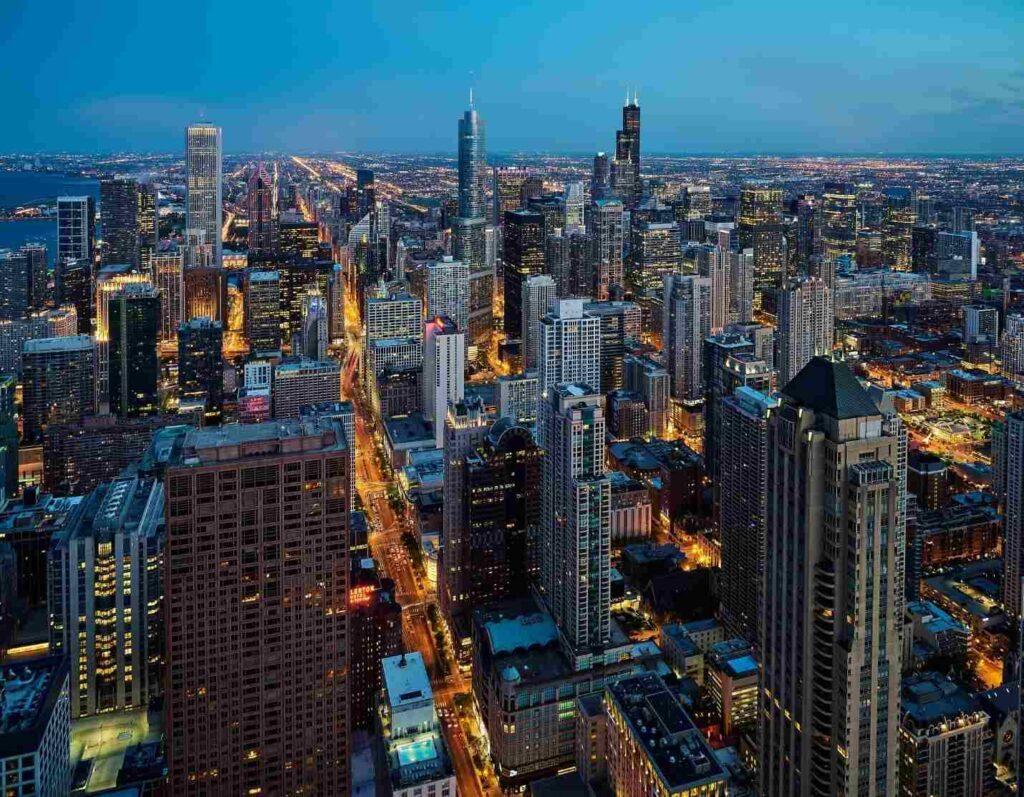 světla na ulicích Chicaga, které je jedním ze symbolů Ameriky
